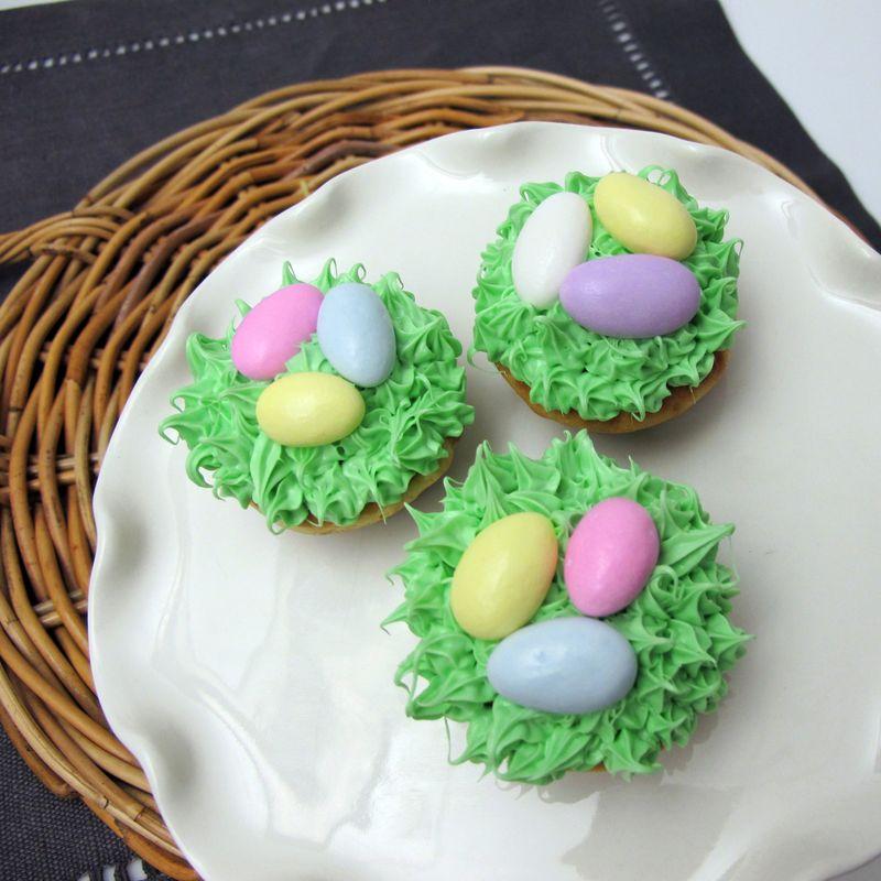 Spring grass cupcake design
